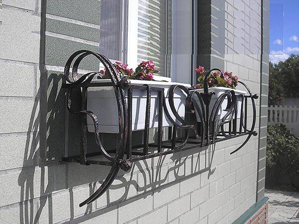 Кованые поставки и подвесы под цветы - художественная ковка.